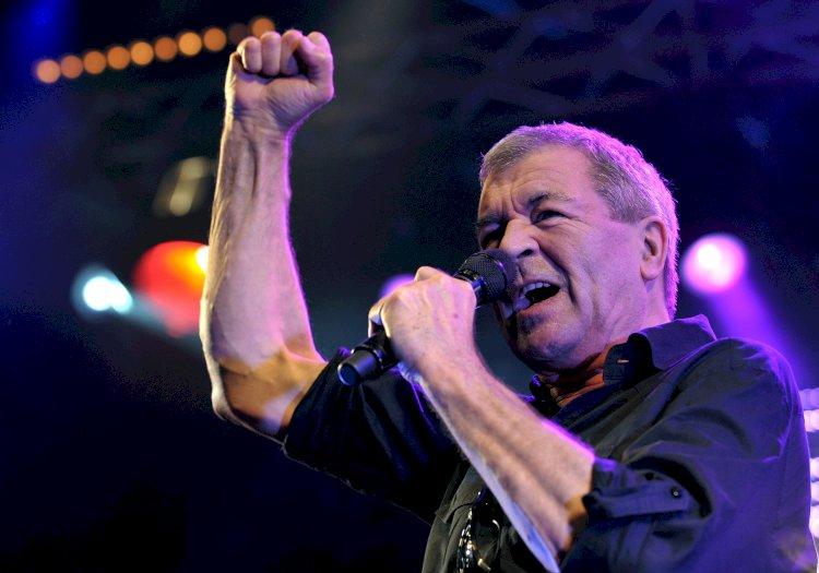 Ian Gillan, do Deep Purple, leiloa itens autografados
