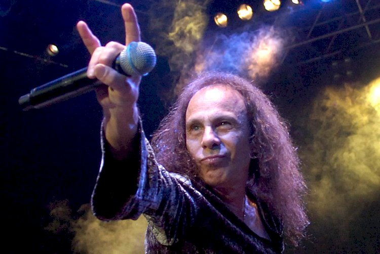 Vinny Appice afirma que Ronnie James Dio não queria gravar 'Rainbow In The Dark'