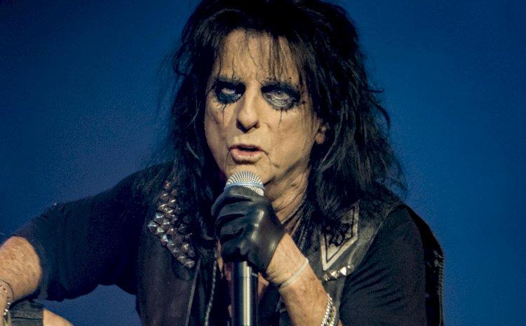 Previsão de ressurgimento do rock de Alice Cooper é confirmada pela parada britânica
