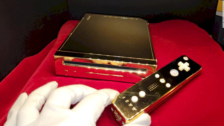 Nintendo Wii dourado feito para a Rainha Elizabeth II é colocado à venda no eBay