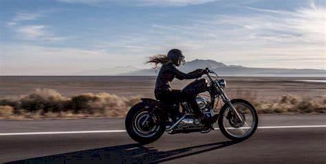 Atenção redobrada ao passear de Moto