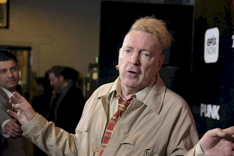"""Johnny Rotten afirma que batalha judicial contra Sex Pistols foi sua ruína financeira: """"Estou f*dido"""""""