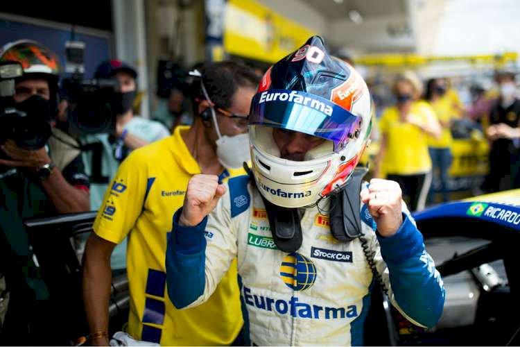 Ricardo Maurício vence as duas provas e faz história na Stock Car